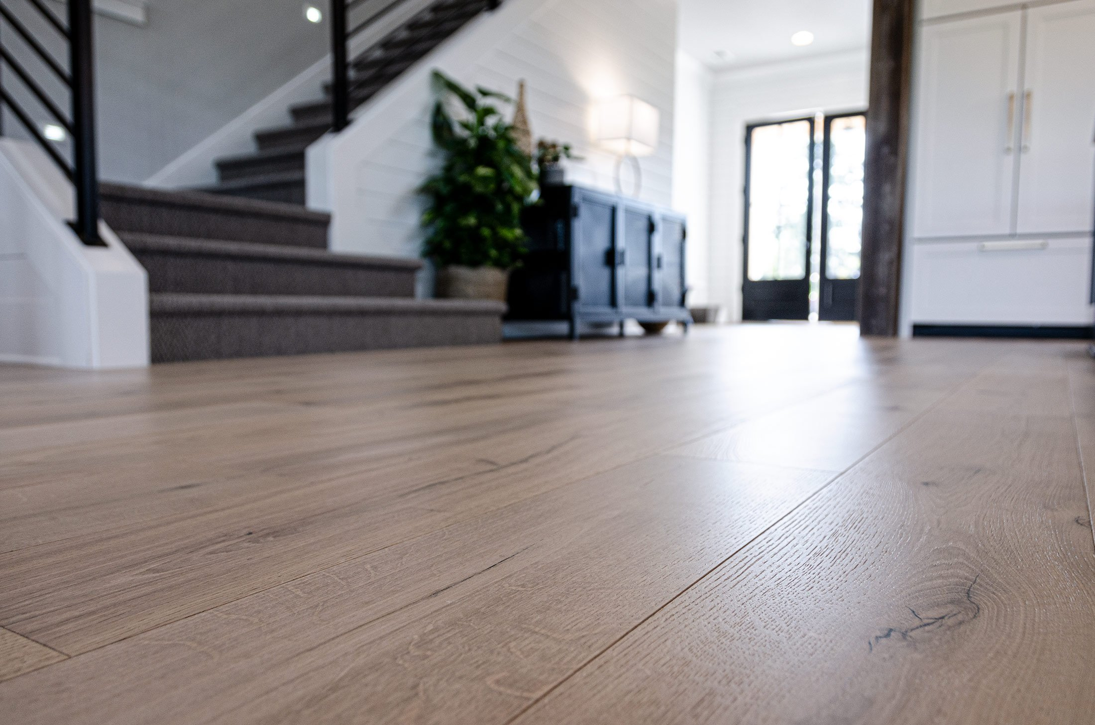 champagne-light-neutral-european-oak-hardwood-flooring